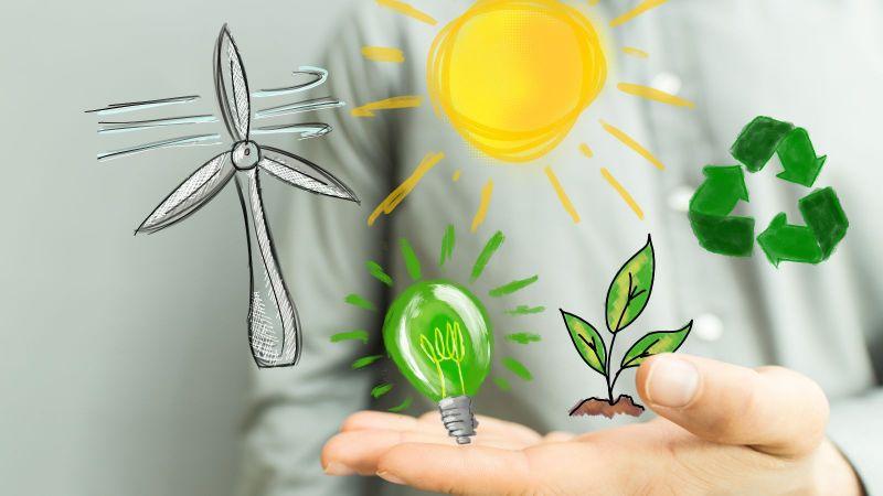 Über einer Hand kreisen symbolisch Sonne, ein Windrad, eine grüne Glühbirne eine Pflanze und ein Recyclingsymbol
